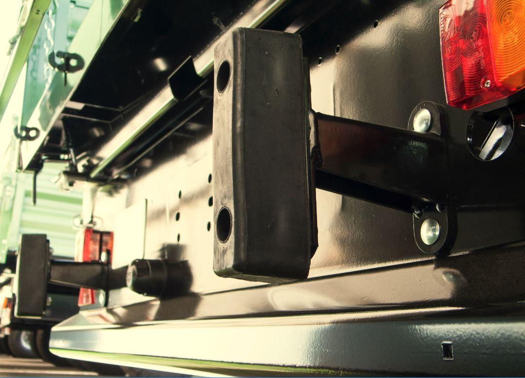 Brantner Kipper und Anhänger - Nachrüstsatz Anprallschutz mit Rammpuffer