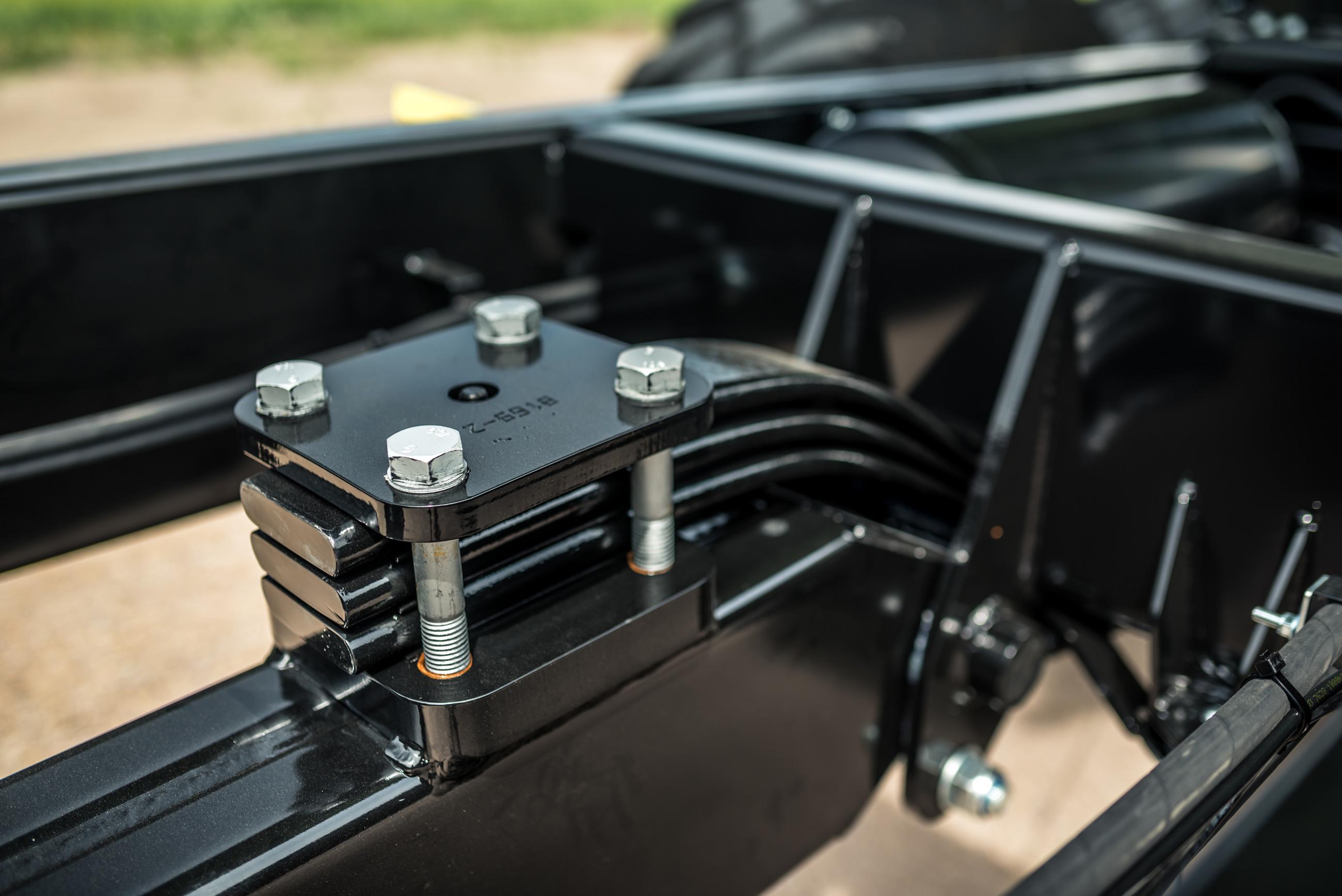Brantner Kipper und Anhänger - gefederte Deichsel mit Zugrohr aus Doppel-C-Profil