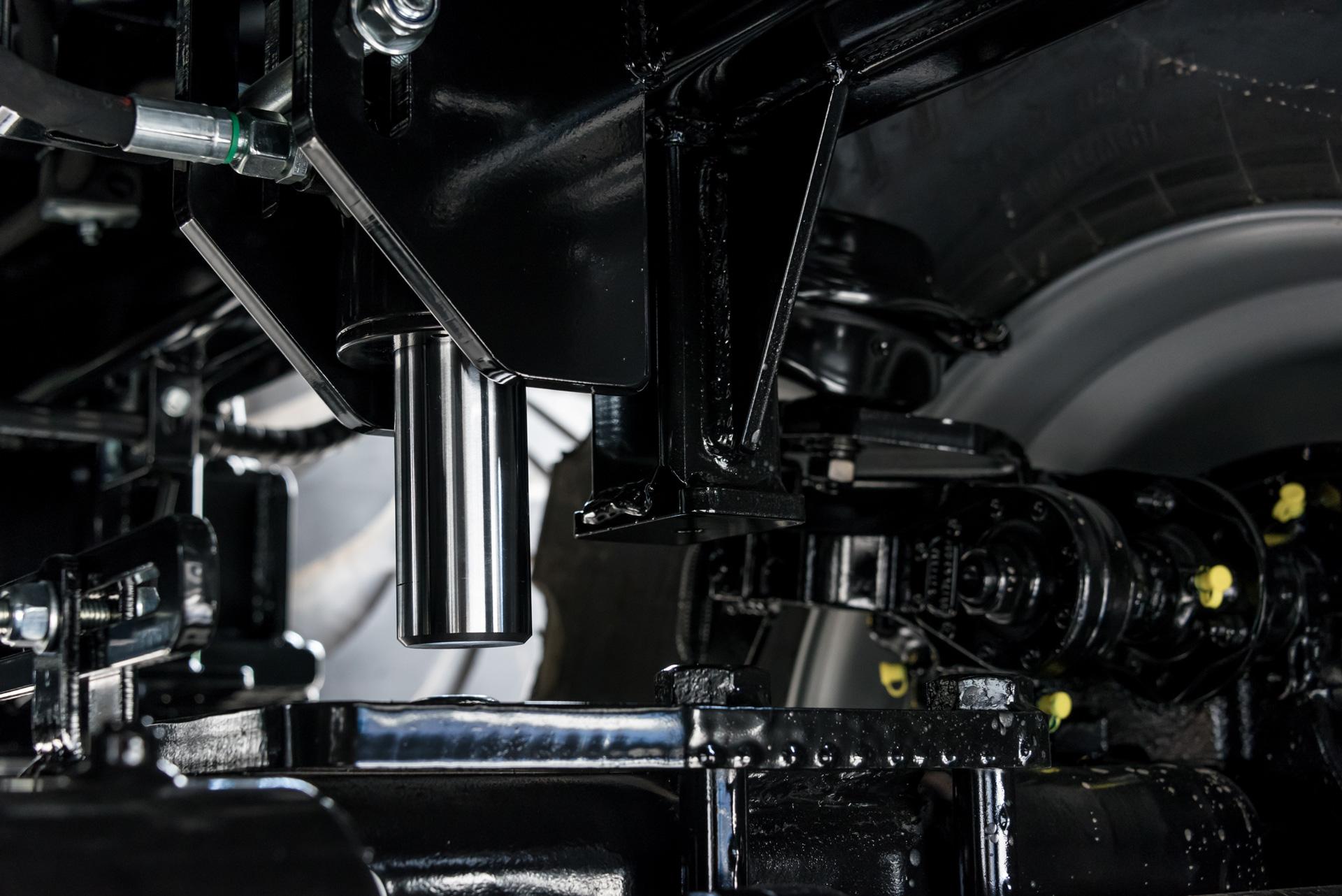 Brantner Kipper und Anhänger - hydraulische Hinterachsabstützung