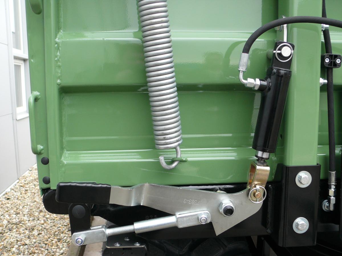 Brantner Kipper und Anhänger - Hydraulic lateral unlocking of swinging board