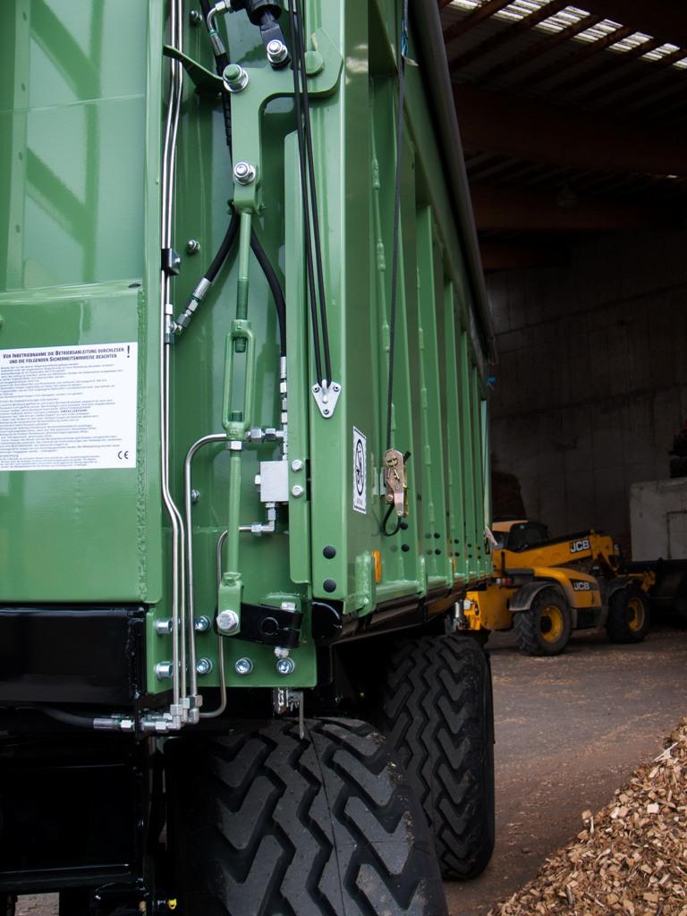 Brantner Kipper und Anhänger - hydr. nach oben öffnende Stabilatorseitenwand