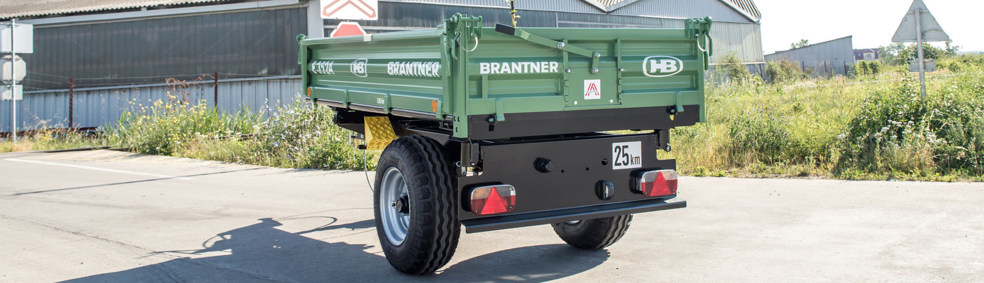 The E3524 single-axle threesidetipper  produced by Brantner.