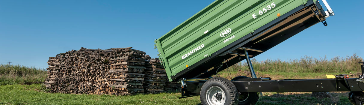 Brantner E6035 single-axle threesidetipper.