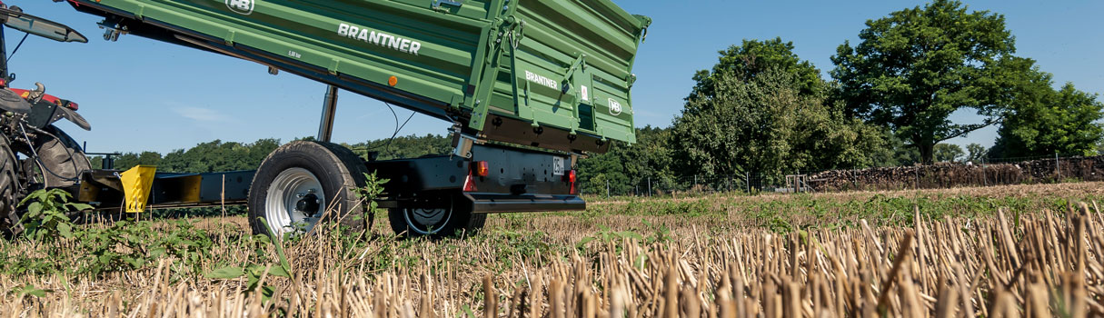 E8041 single-axle threesidetipper produced by Brantner.